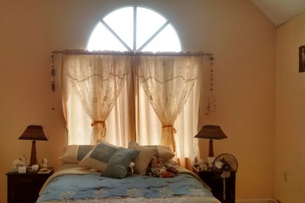 Comfortable en suite bedroom