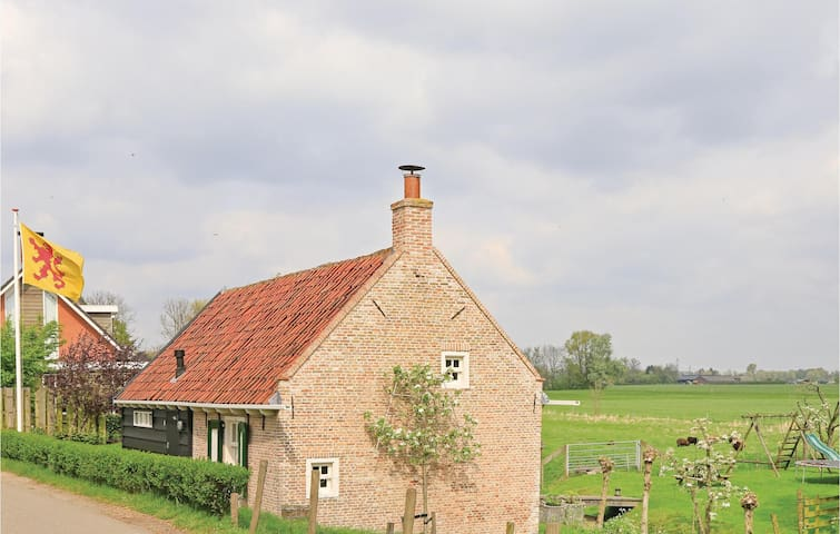 Holiday cottage with 2 bedrooms on 90m² in Maasdam