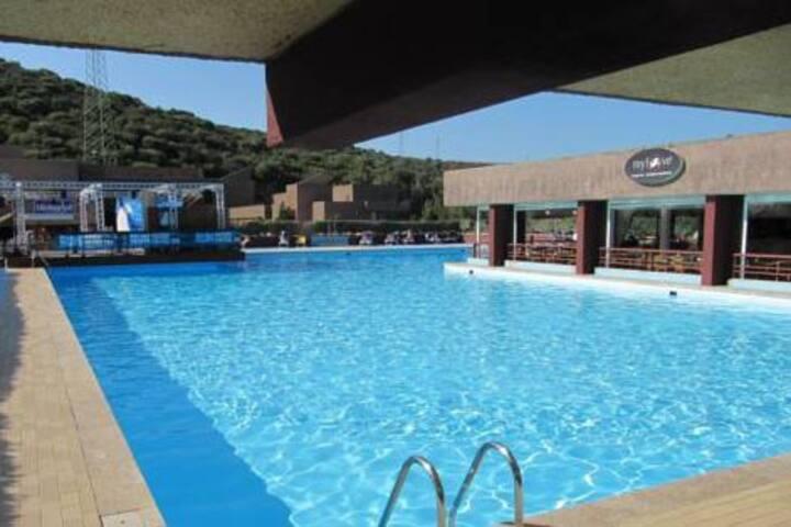 In villaggio turistico con piscina