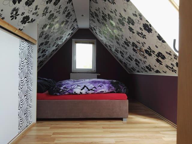 Schlafbereich mit Doppelbett (1,80 x 2,00 )+Einbauschrank
