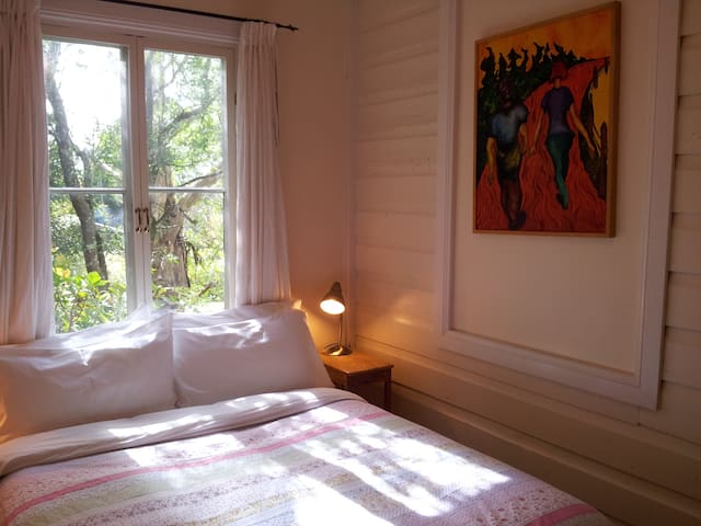 Sweet north facing bedroom (best aspect in the Southern Hemisphere!) with cosy double bed