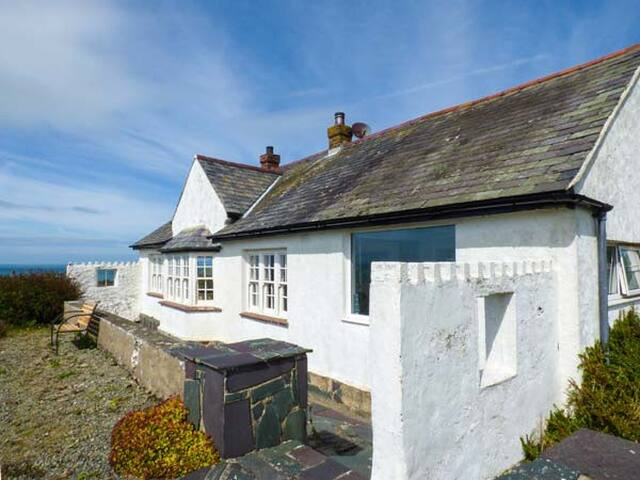 PENFOR, pet friendly, with open fire in Church Bay, Ref 932014
