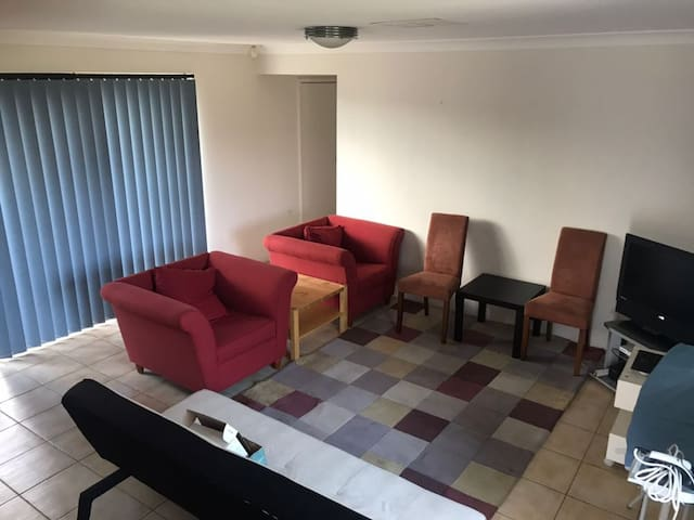 BUDGET Private Room + FREE Parking