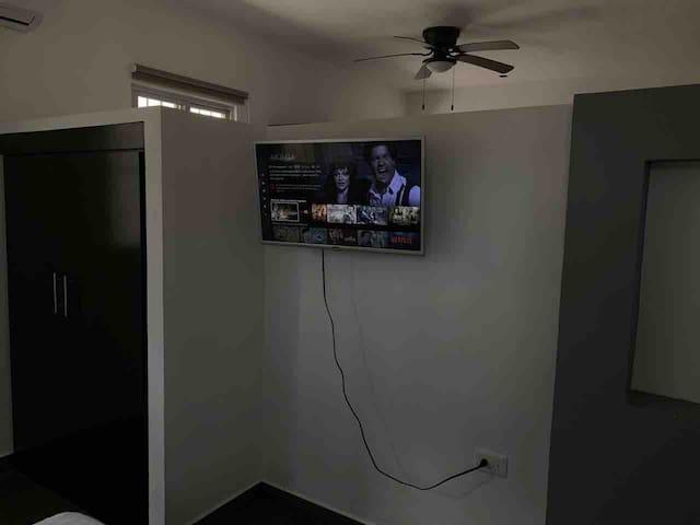 Nuevo y acogedor Downstairs con Netflix