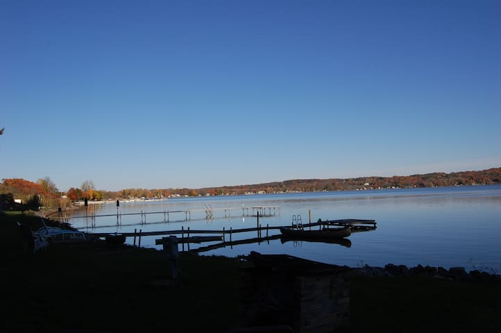 Saratoga Lakefront Cottage - Saratoga Springs