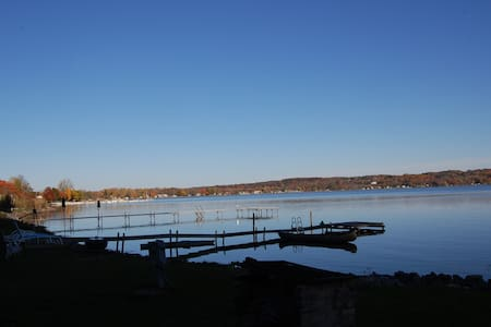 Saratoga Lakefront Cottage - Saratoga Springs
