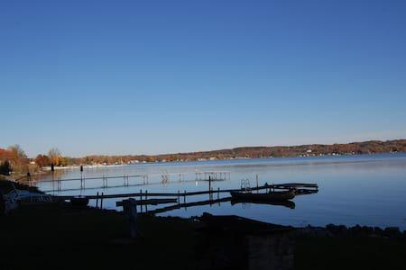 Saratoga Lakefront Cottage - Saratoga Springs - Hus