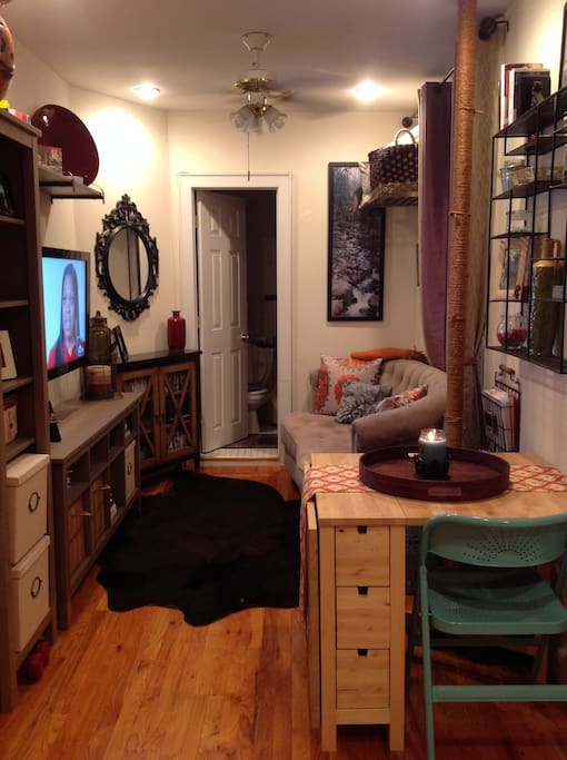 Cute & Comfortable living room with premium cable selections & on-demand