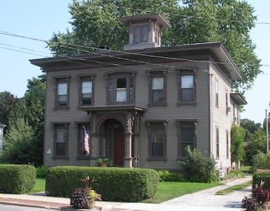 Victorian on the Village Green - Guilford - Bed & Breakfast