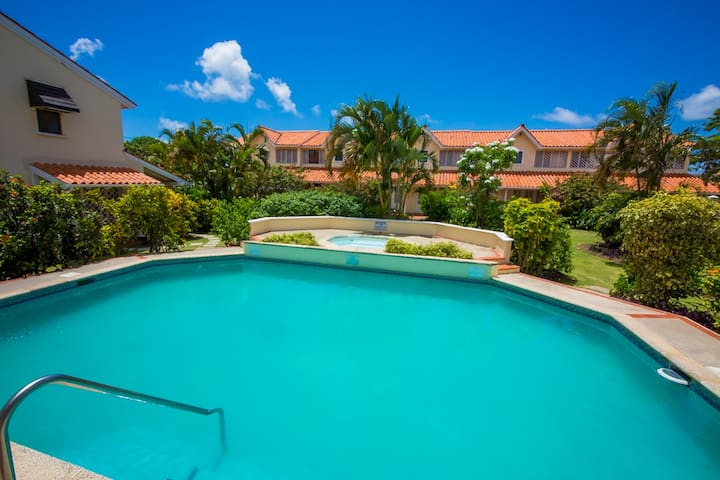 Beautiful villa. Minutes from beach & restaurants