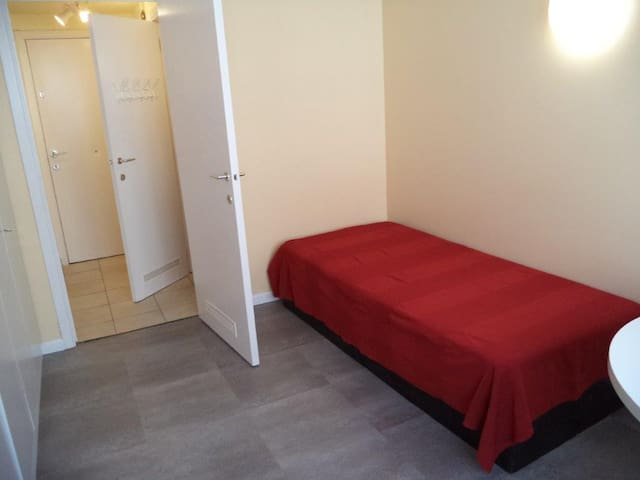 Cosy room next to FLAGEY and the EU Parliament - Etterbeek - Condominio