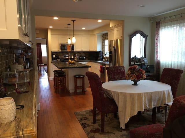 Breakfast Room, Breakfast Bar and Kitchen