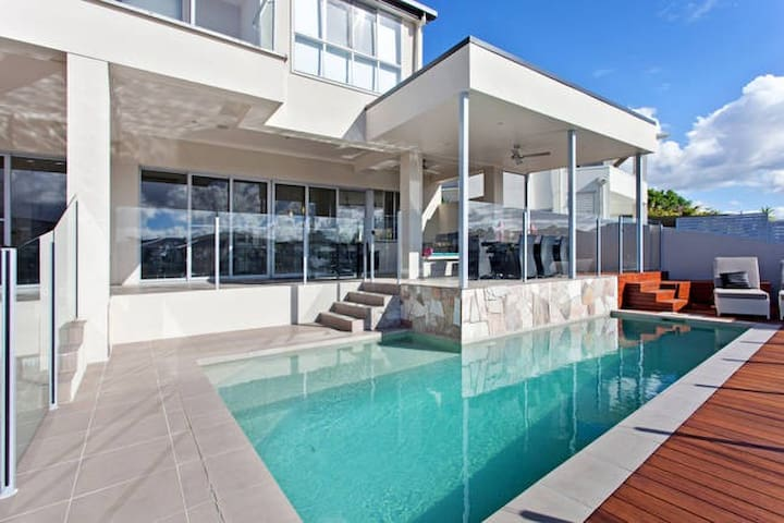 Stunning Waterfront Home - Biggera Waters - 一軒家