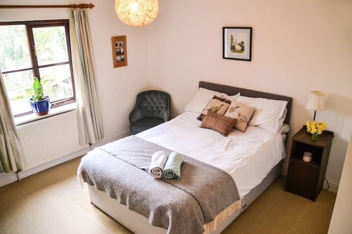 Private ensuite room in a peaceful rural setting