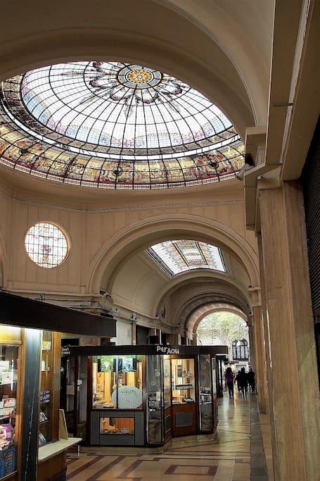 Entrada al depto. por calle San Martìn. Primer ascensor a la izquierda.
