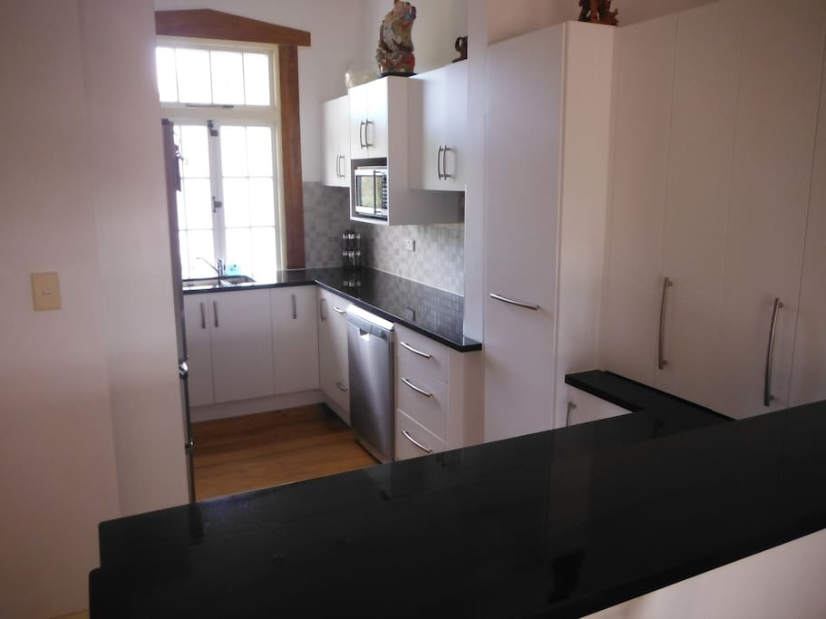 Modern well equipped kitchen with stove, microwave, inc spices, though 2 great restaurants a few doors away.