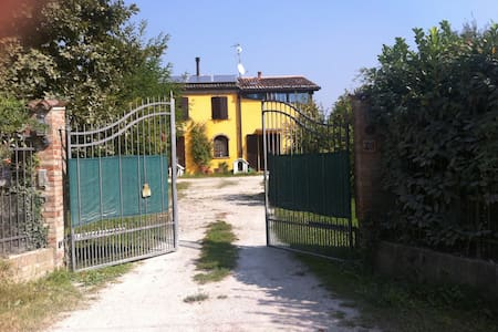 Charming Country House - Ferrara - Rumah