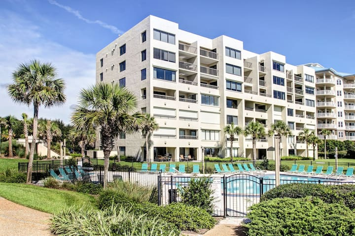 2/2 Oceanfront Condo on the 7th Floor with Pool and Elevator