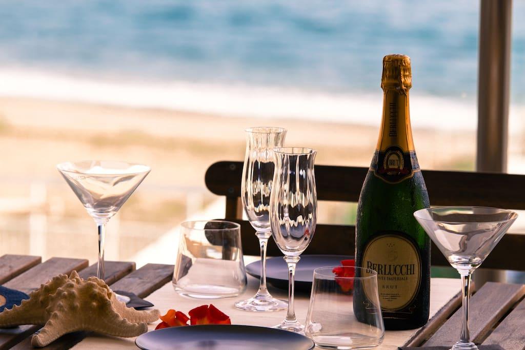 Tavolo da pranzo nel balcone sul mare - Furnished Balcony facing the sea