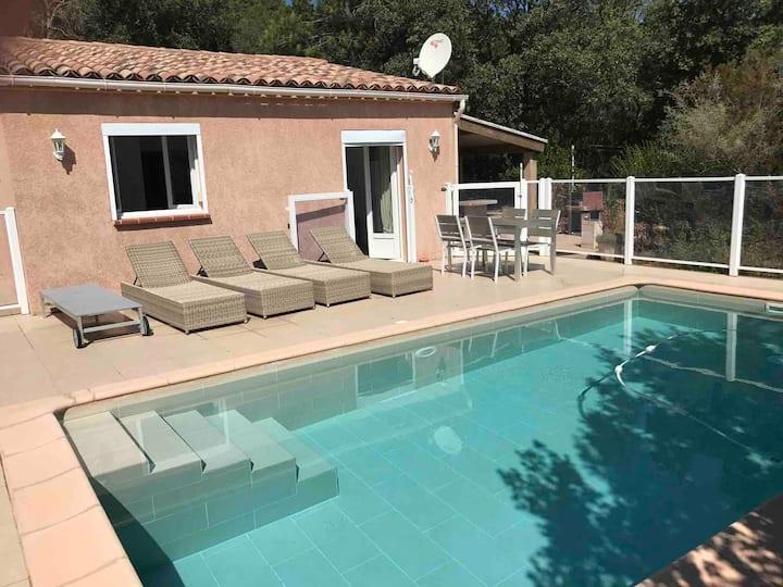 Maison avec piscine à proximité des plages