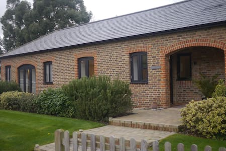 Quiet cottage near station - Merstham