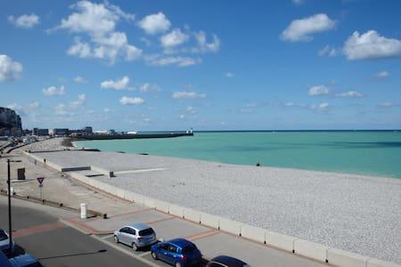 Face à la mer et plage  - Mers-les-Bains