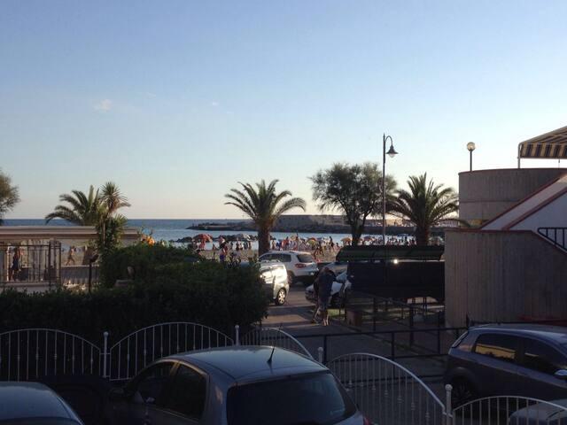 neue Ferienwohnung/großer Terrasse/direkt am Meer