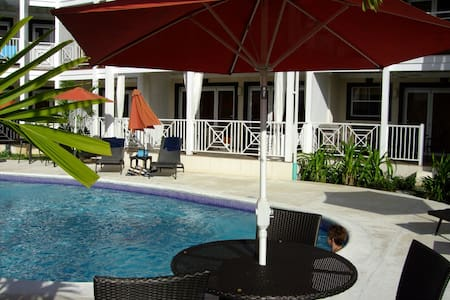Lantana 8, beautiful grd floor apt - barbados