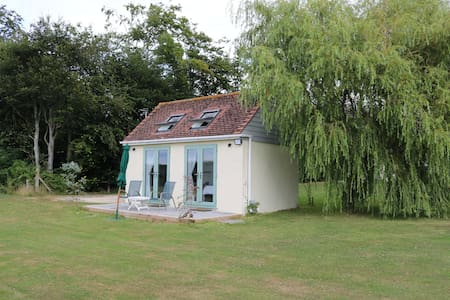 Secluded romantic rural getaway near Chichester