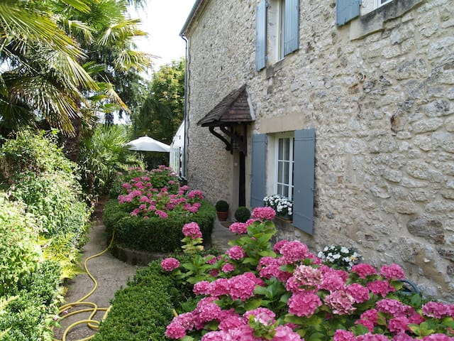 Chambres d'hotes Les Hortensias  - Monpazier - Bed & Breakfast