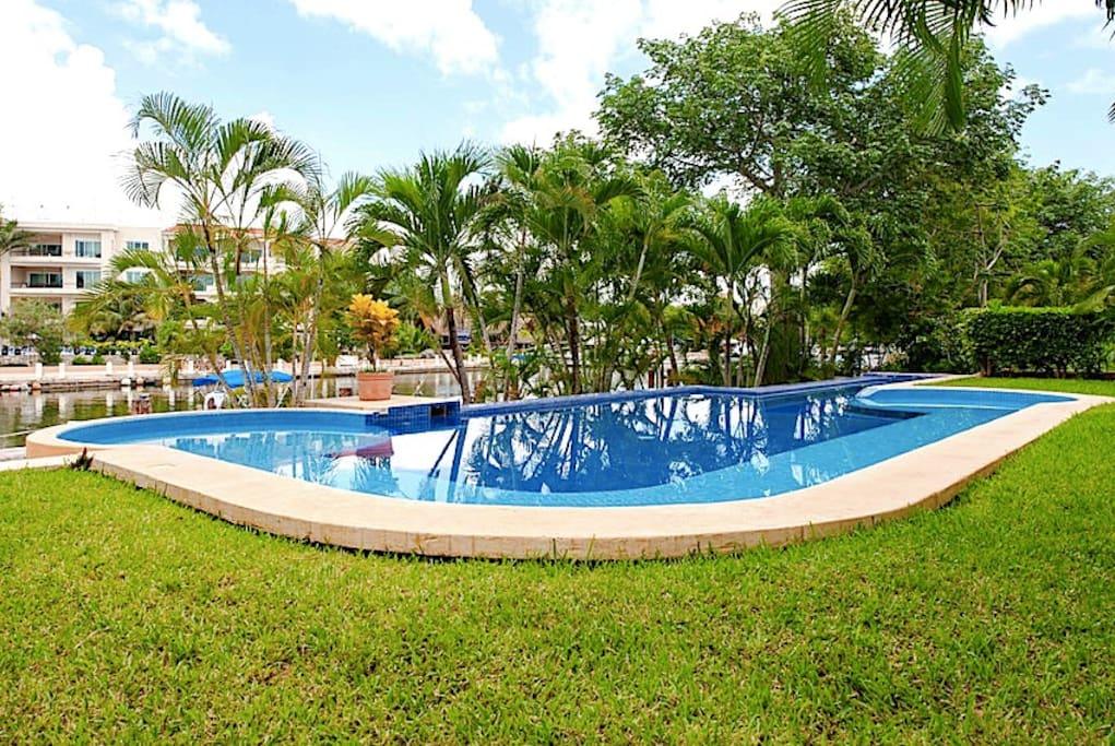 Los Sueños - The Swimming Pool & The Marina View