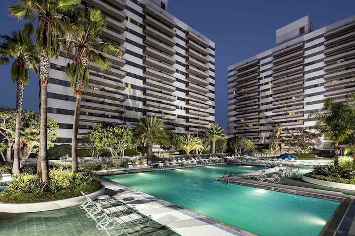 2+2 pool parking high rise building luxury home
