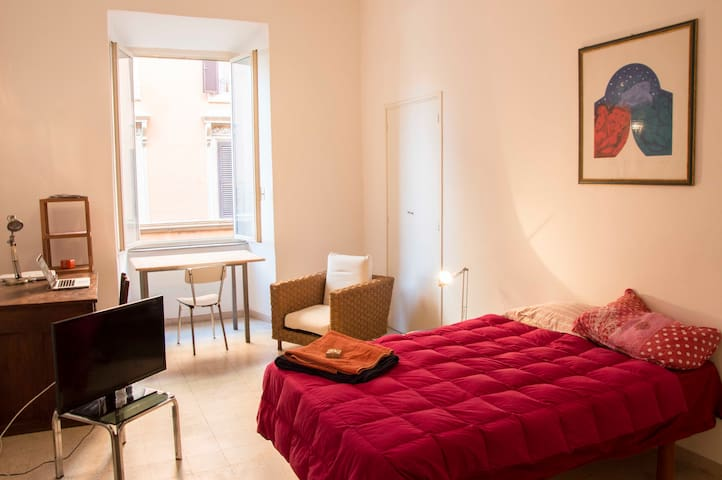 Confortable double room, Trastevere