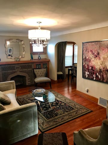 BEAUTIFUL E. DEARBORN FULL HOME/10 MINS FROM DTOWN