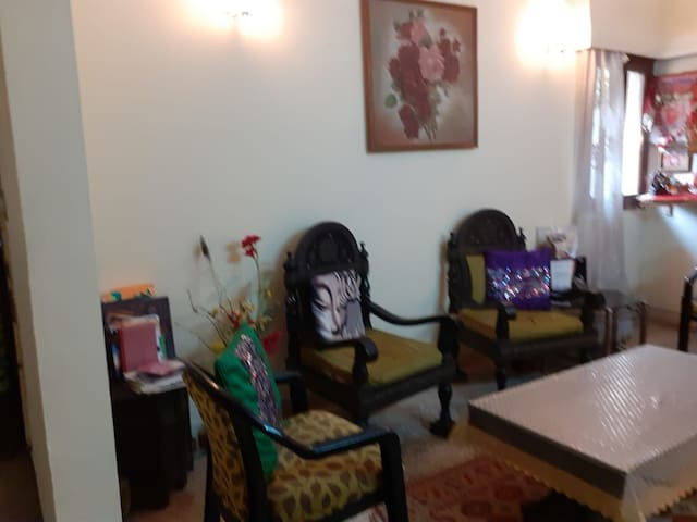 Private room with park view balcony in Saket