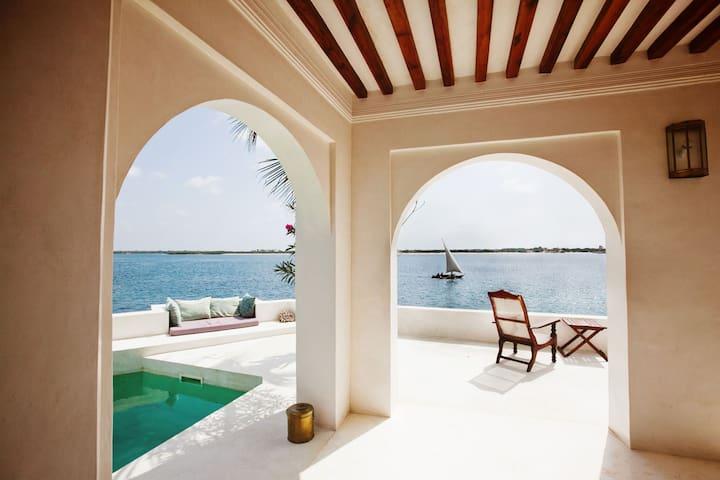 Beautiful beachfront ForodhaniHouse - Lamu - Hus