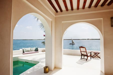 Beautiful beachfront ForodhaniHouse - Lamu - Maison