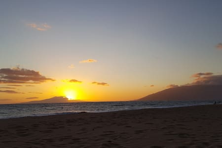 Private room & car package, walk to beach! - Paia