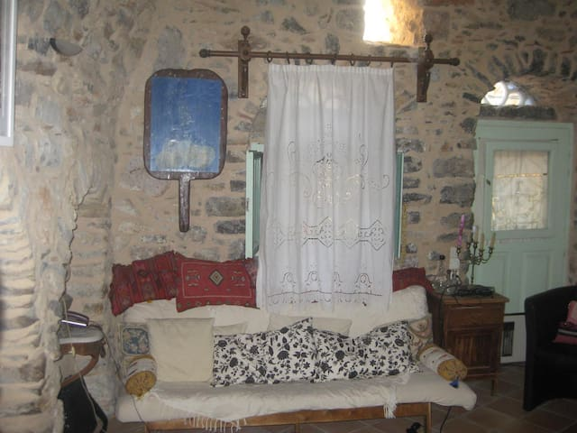 "Traditional rooms - Hostel  ""IANTHE"" - Olimpi - Talo"