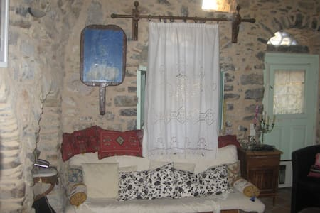 "Traditional rooms - Hostel  ""IANTHE"" - Olimpi - Dom"