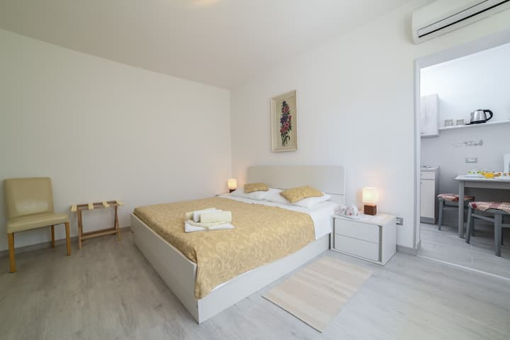 Studio apartment Barusic 1