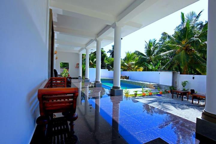 Lavenro Hotel Deniyaya