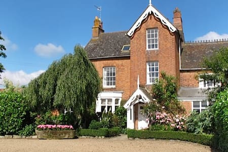Beautiful farmhouse and garden  - Salford Priors - Bed & Breakfast