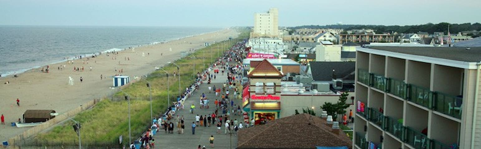 Close to the Boardwalk and Outlets!