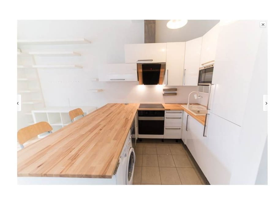 Modern fully equipted kitchen.