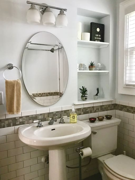 Shared bathroom with shower+tub