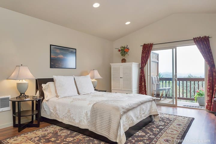 Secluded, View Studio Apartment - West Linn - House