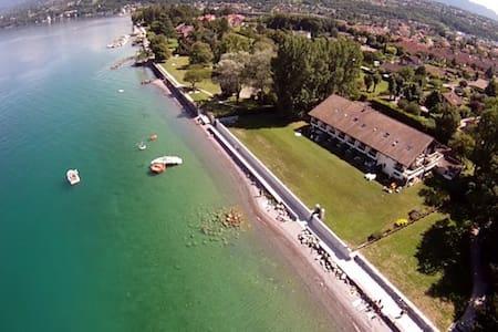 Evian :Appartement pieds dans l'eau - Publier