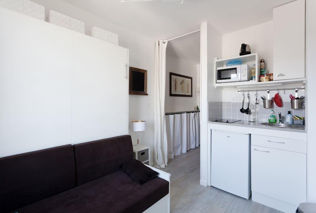 joli studio porte de versailles emplacement ideal apartments for rent in issy les moulineaux. Black Bedroom Furniture Sets. Home Design Ideas