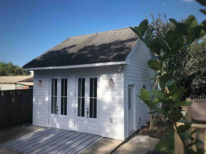 Adorable carriage house perfect for exploring NO